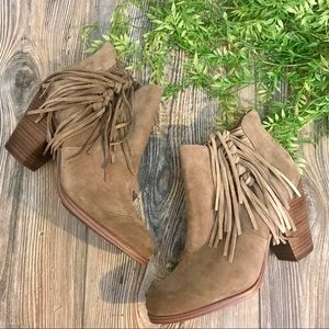 vince camuto // taupe suede fringed ankle boots 9